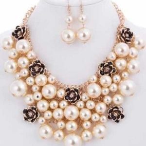 Pearl Flower Gold Necklace